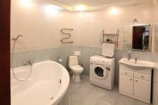 kostiolna-9-kiev-apartment-bathroom.jpg