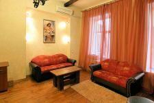 kostiolna-9-kiev-apartment-sofa.jpg
